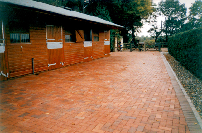 Block paved stable yard example - Richard Carter